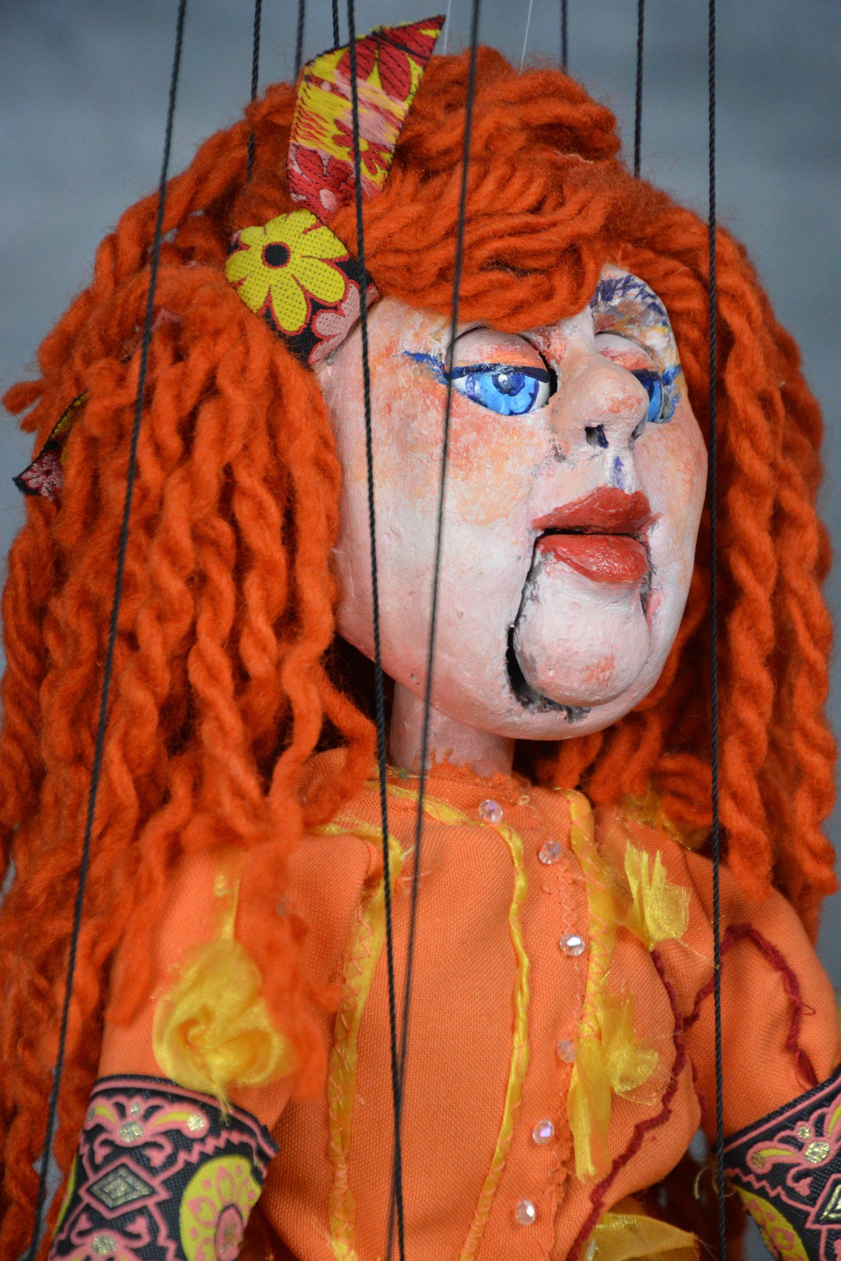 marionnette piece unique femme rousse