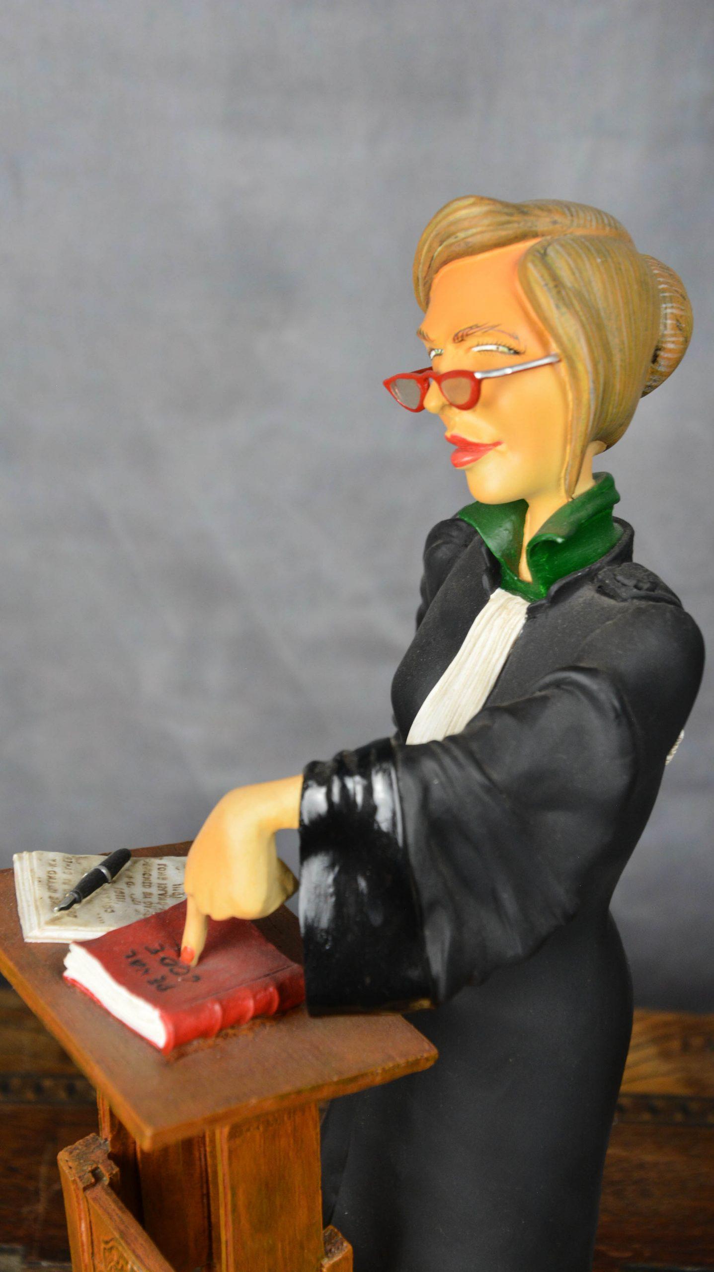 boutique figurine piece artisanale personnage avocate parodie