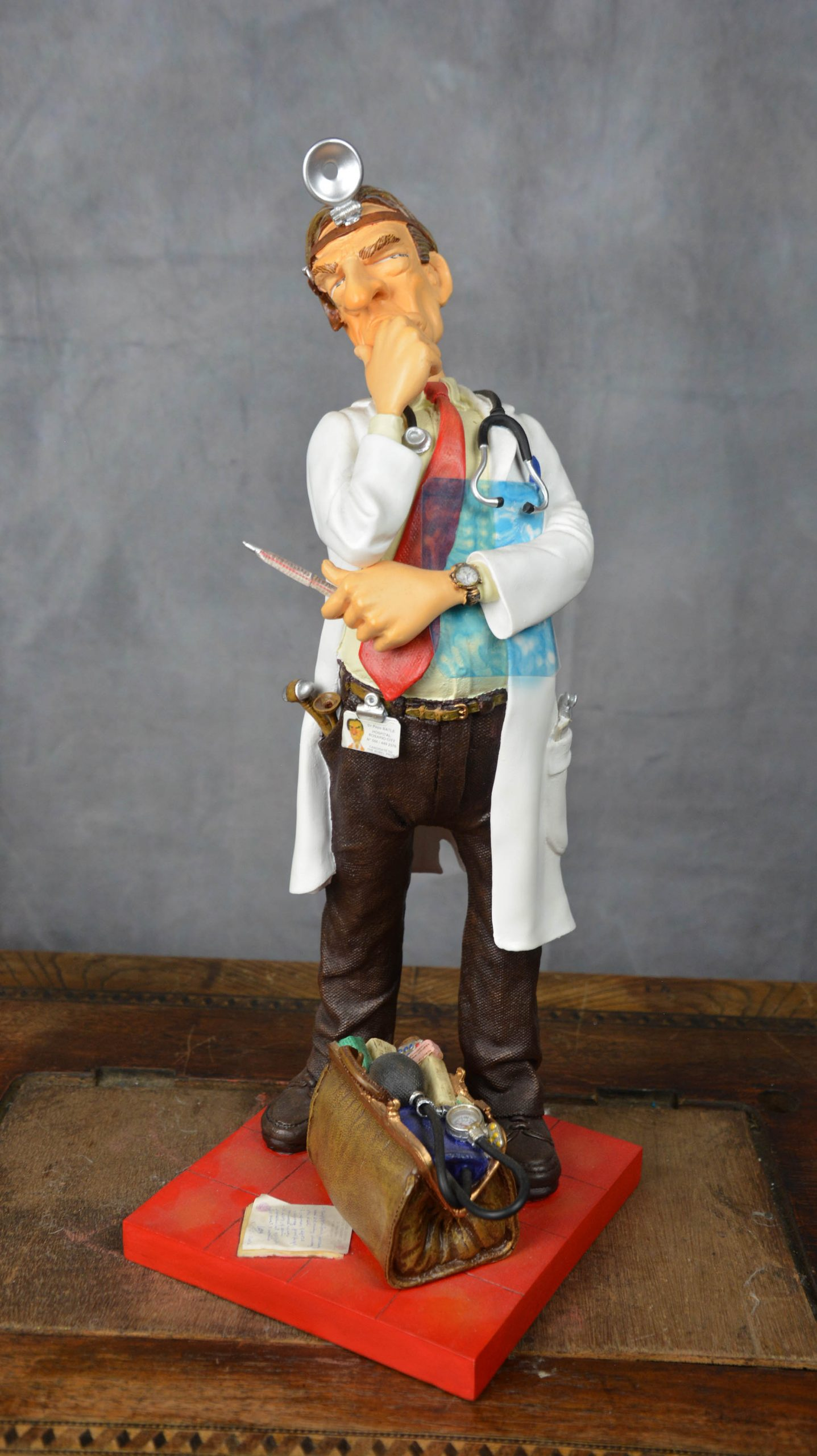 boutique figurine piece artisanale personnage docteur parodie